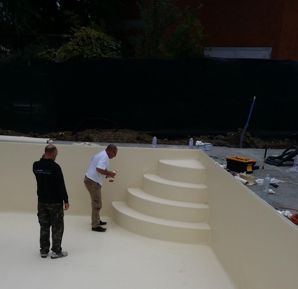 PVC liquido su scala interna a piscina